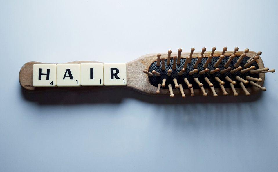 Cómo limpiar un cepillo para el cabello fácil y rápido