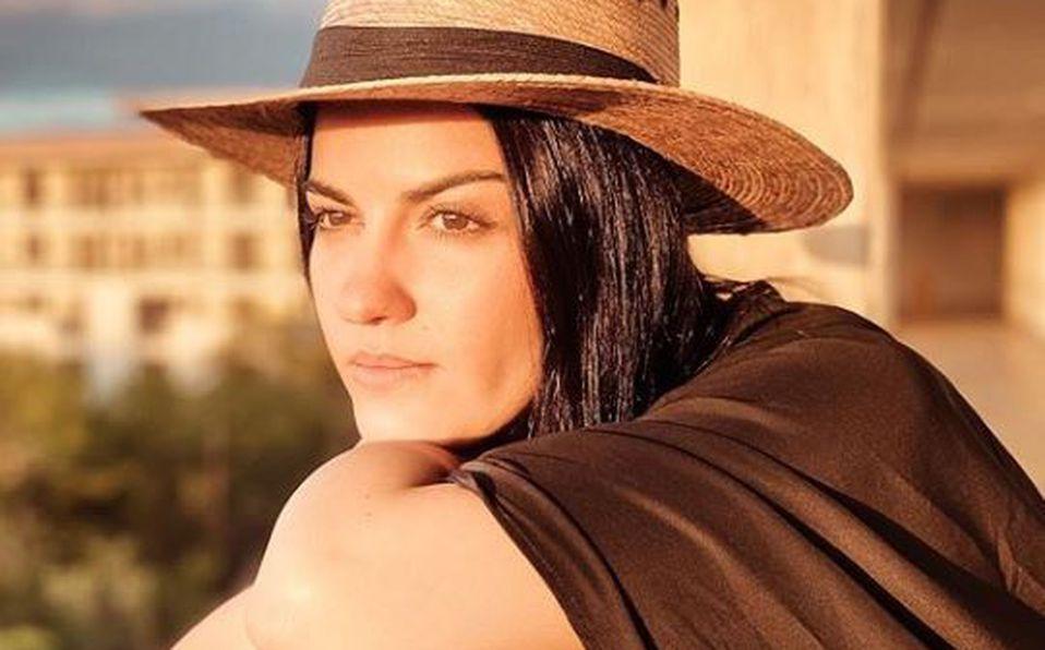 Maite Perroni impacta con foto sin ropa en la playa