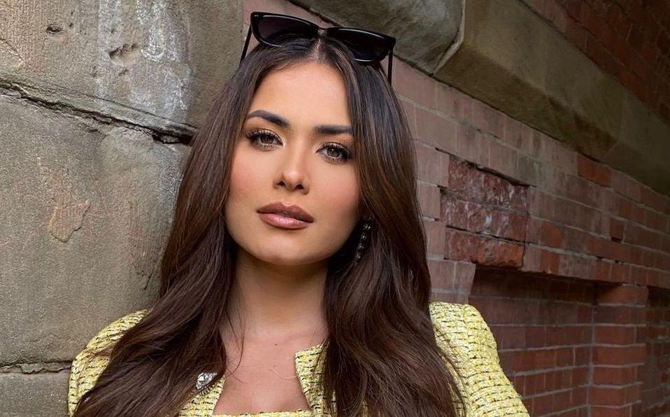 Andrea Meza deslumbra con su belleza posando en atractivo escote