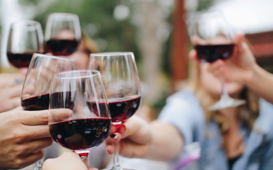 ¿Cómo quitar manchas de vino?